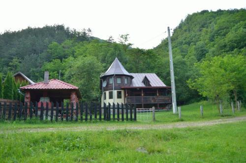 . Chalet Paraul Casei