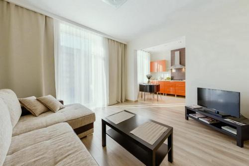 Hotel Apartment with Jacuzzi on Nezavisimosti 46