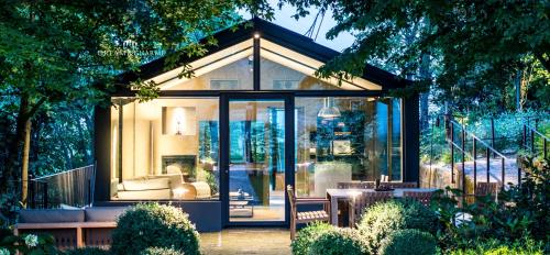 . Glass House & SPA - DCA Certified -