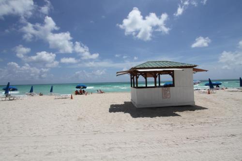 Beachfront Alexander - Miami Beach, FL 33140