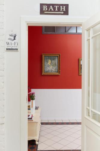 Soul Kitchen Hostel  Кровать в общем 8-местном номере для женщин