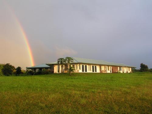 Puumoi Pink House And Sunrise Studio - Papaikou, HI 96781