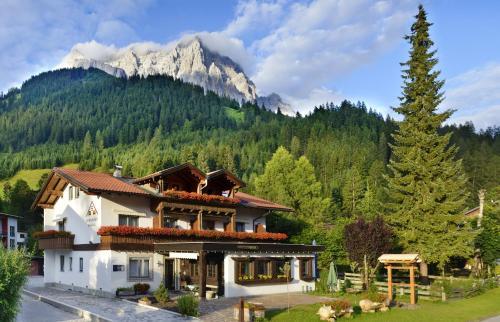 Berghaus Halali - dein kleines Hotel an der Zugspitze Ehrwald