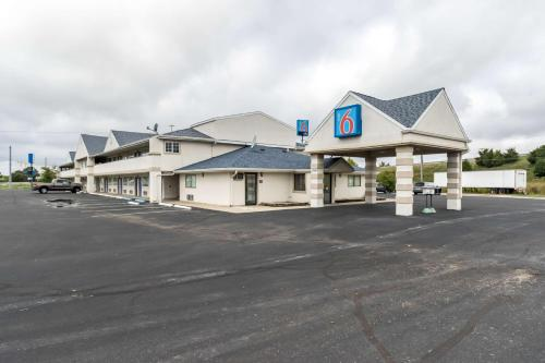 Motel 6 Crawfordsville - Crawfordsville, IN 47933
