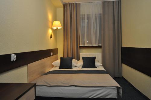 Pass Hotel room photos