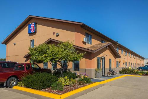 __{offers.Best_flights}__ Motel 6-Marshalltown, IA