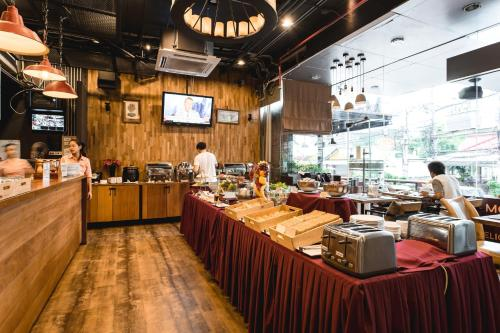 Adelphi Suites Bangkok photo 8