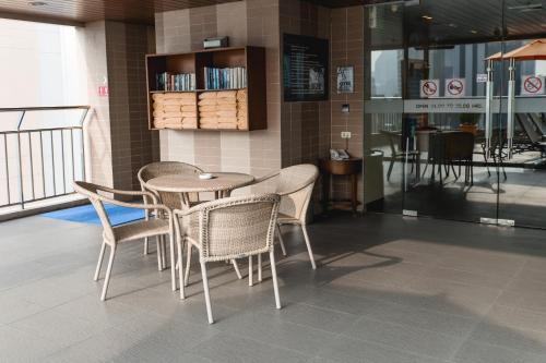 Adelphi Suites Bangkok photo 20