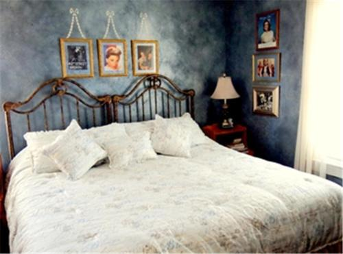 Bewitched And Bedazzled Bed And Breakfast - Rehoboth Beach, DE 19971
