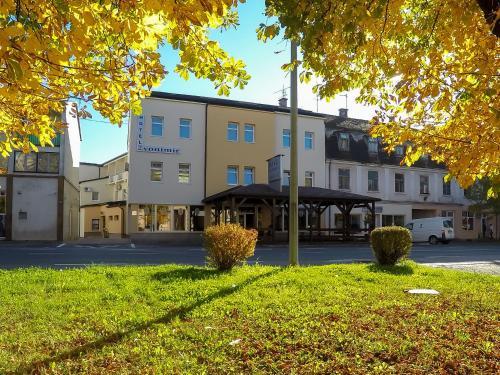 . Hotel Zvonimir