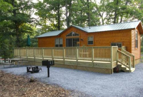 . Lakeland RV Campground Cottage 18