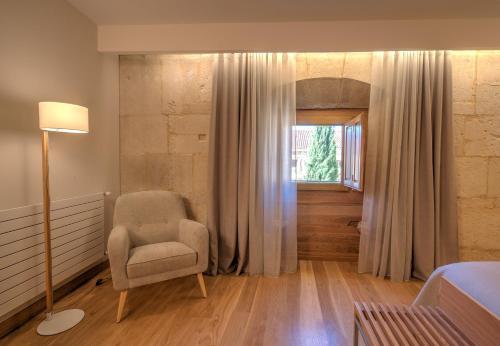 Habitación Doble Superior con aparcamiento gratuito Hotel Real Colegiata San Isidoro 17