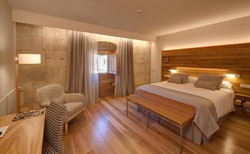 Habitación Doble Superior con aparcamiento gratuito Hotel Real Colegiata San Isidoro 1