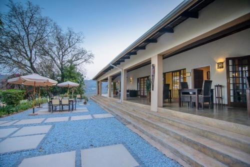 . Abangane Guest Lodge