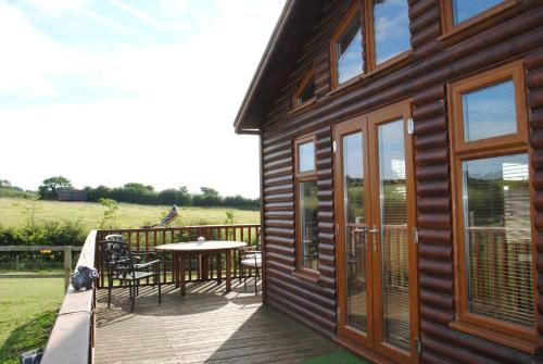 Fairview Farm Log Cabins & Holiday Accommodation Set In 88 Acres In Nottingham