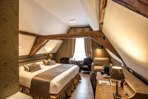 Hotel De Castillion - Small elegant hotel Классический трёхместный номер