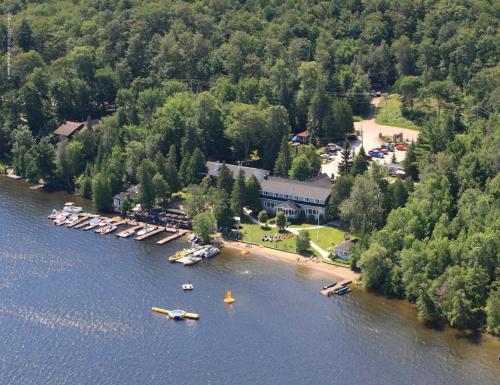 Bonnie View Inn.  Photo 1