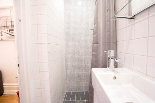 ApartDirect Sveavägen photo 81