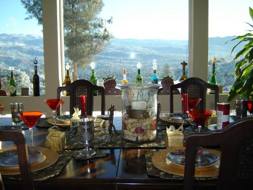 Yosemite Sierra View Bed & Breakfast - Oakhurst, CA 93644