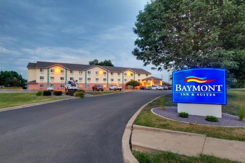 Baymont By Wyndham Galesburg - Galesburg, IL 61401-5581