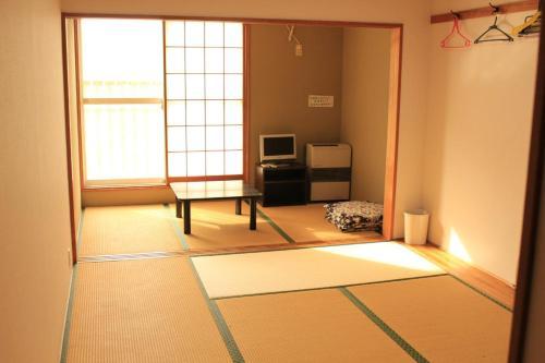 Dancing House Chikichiki BanBan - Accommodation - Kijimadaira