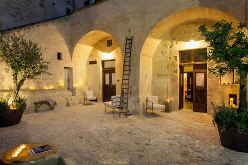 Via Bruno Buozzi, 97 b  Matera 75100, Italy.