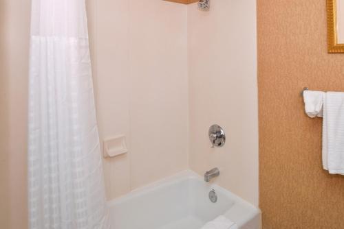 Red Lion Inn & Suites Susanville - Susanville, CA 96130