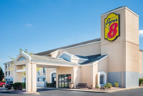 Super 8 By Wyndham Jasper - Jasper, IN 47546