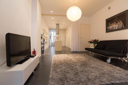 White Room Apartment impression