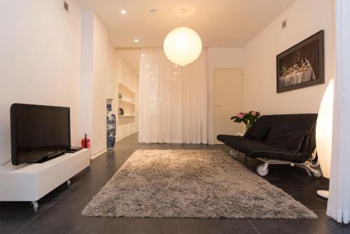 White Room Apartment photo 3
