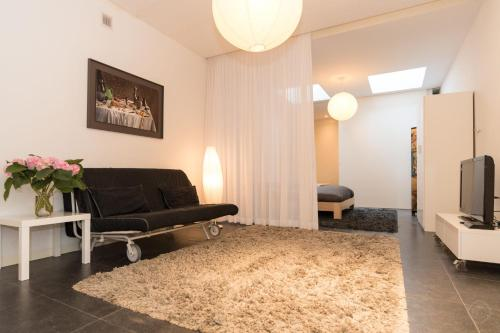 White Room Apartment photo 14