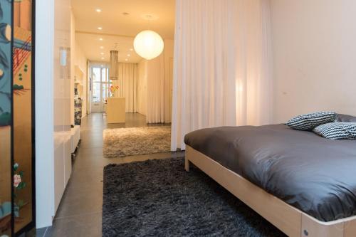 White Room Apartment photo 6
