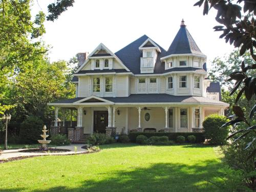 The Victoria Bed & Breakfast - Bentonville, AR 72712