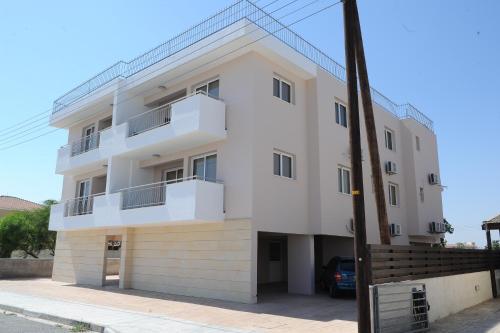 Kiti Deluxe Apartments - Photo 2 of 15