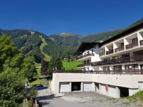 Apartment HOLIDAY - SKI-IN SKI-OUT by All in One Apartments Zell am See