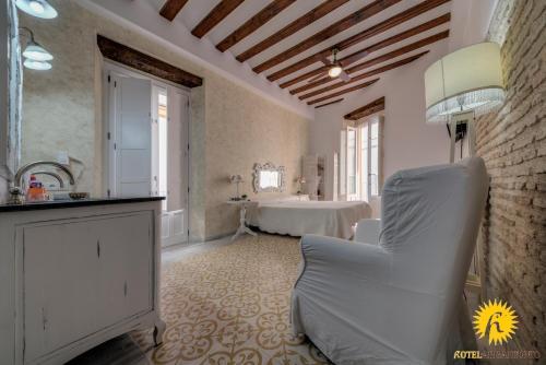 Habitación Doble Deluxe con balcón Hotel Argantonio 3