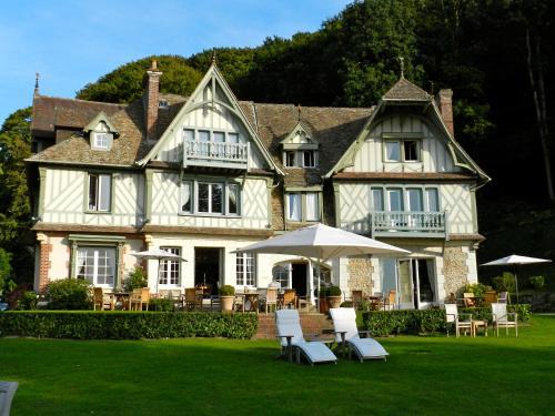 23 Route de Trouville, 14600 Honfleur, Bass, Normandy, France.