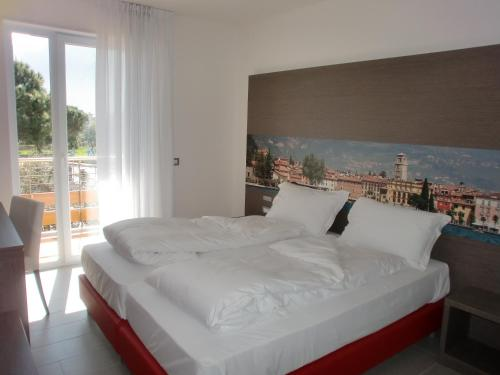 Apartamentos Residence Rivachiara (check-in at Hotel Riviera in Viale Rovereto, 95) thumb-3