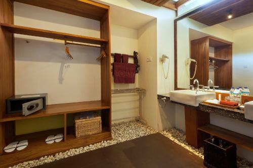 A Hotel Com Aston Sunset Beach Resort Gili Trawangan