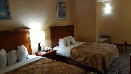 Days Inn & Suites By Wyndham Mcalester - McAlester, OK 74501