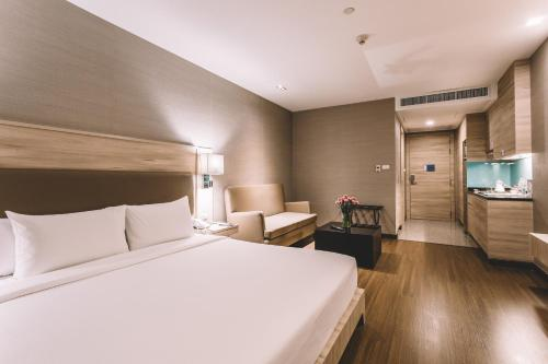 Adelphi Suites Bangkok photo 26