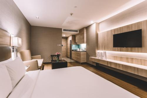 Adelphi Suites Bangkok photo 30