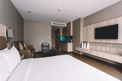 Adelphi Suites Bangkok photo 31