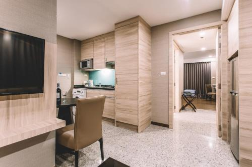 Adelphi Suites Bangkok photo 45