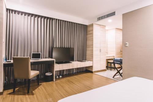 Adelphi Suites Bangkok photo 46