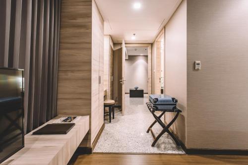 Adelphi Suites Bangkok photo 47