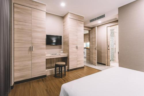 Adelphi Suites Bangkok photo 53