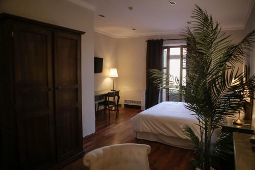 Suite with Terrace Posada Isabel de Castilla 8