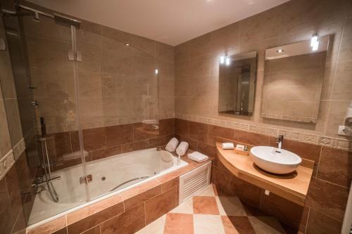 Double Room with Spa Bath Posada Isabel de Castilla 20