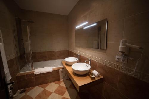 Double Room with Spa Bath Posada Isabel de Castilla 16